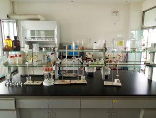 公司有化学分析实验室,有激光粒度仪,比表面仪器等检测设备;有稀土总量检测设备,为产品质量保证打下坚实的基础。